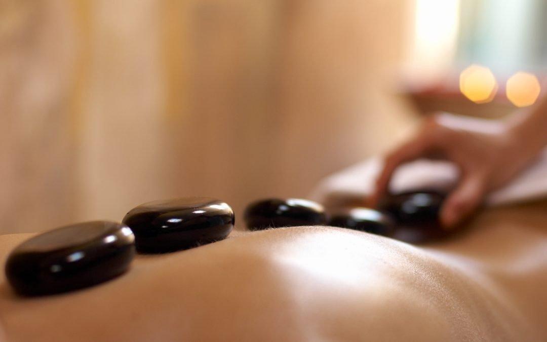 Masaje con Piedras Calientes o Terapia Geotermal